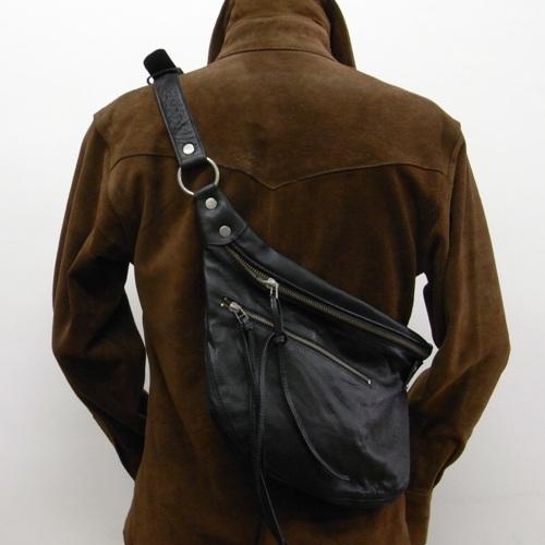 【角石】牛革★レザーバッグ ♪ディリーユース間違いなしのボディバッグ。