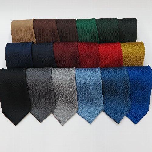 18色構成の無地ネクタイ